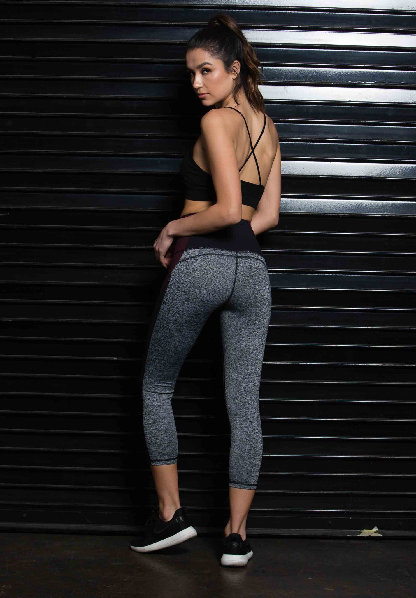 MERLENE SCULPTING CROP LEGGING | BURGUNDY GREY MIX