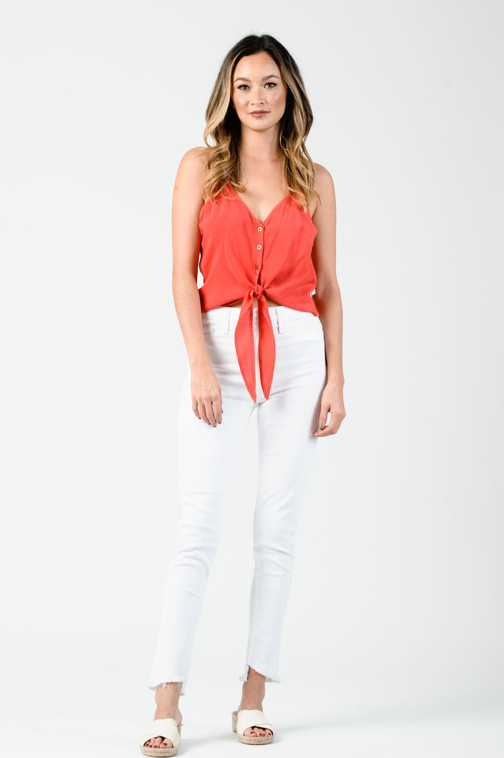 ALLIE BUTTON FRONT TIE CAMI TOP | TOMATO