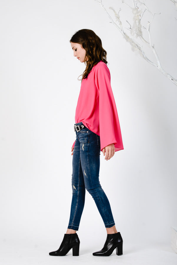 LOW BACK FLARE SLEEVE TOP | FUCHSIA