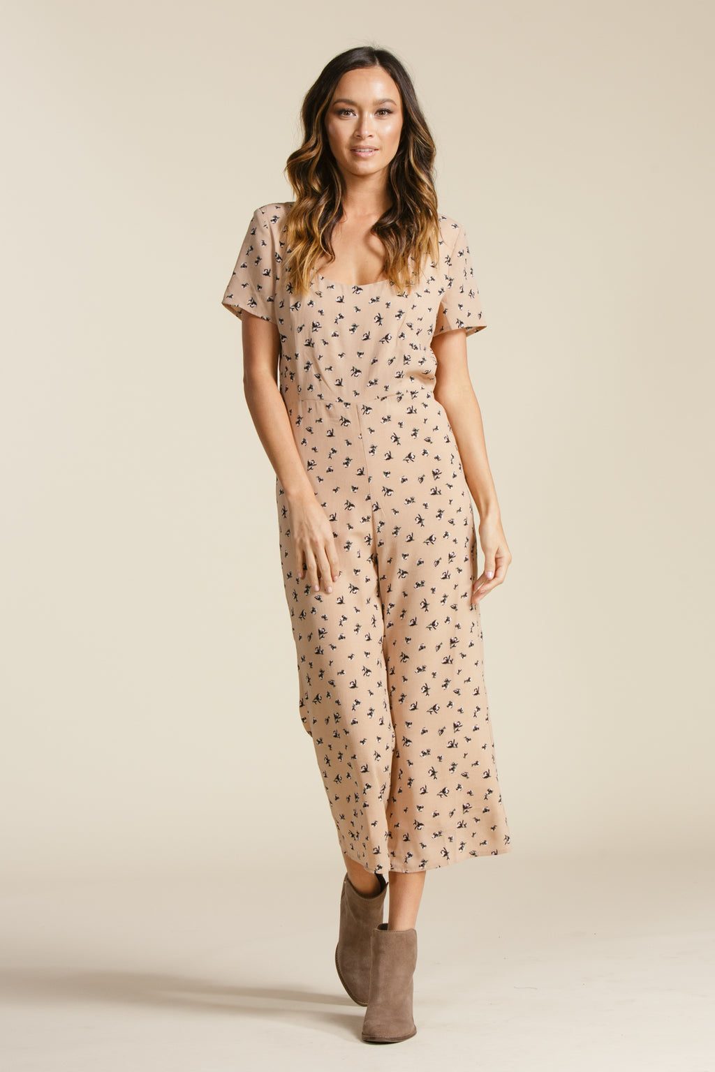 RAELYN SCOOP NECK JUMPSUIT | BEIGE FLORAL