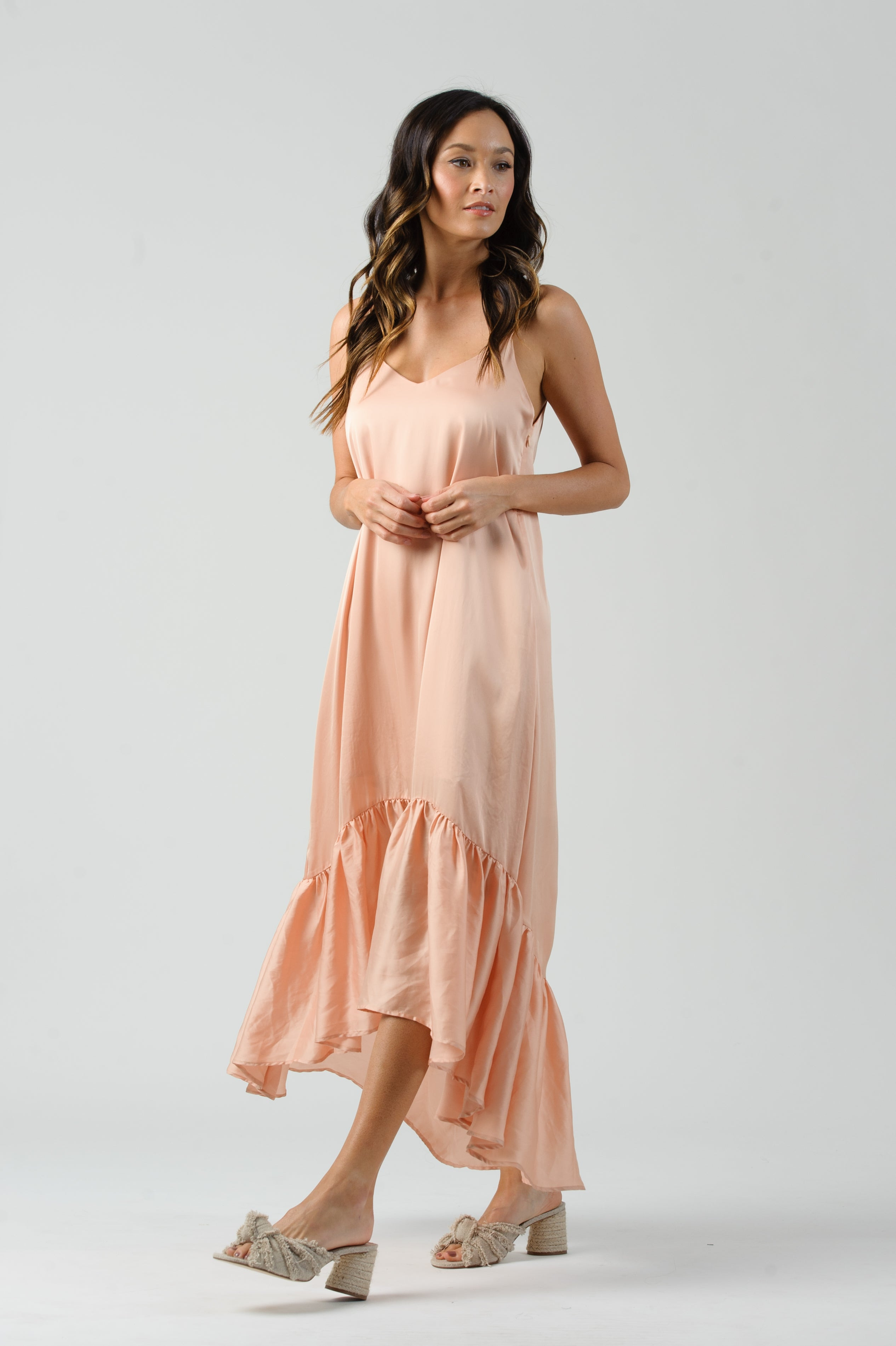 AMARYLLIS HI-LO V-NECK DRESS | PEACH