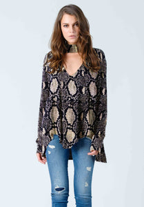 ELSA TURTLE NECK CUTOUT TOP | SNAKE