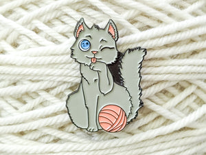 Yarn Detangler Cat pin