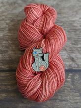 Load image into Gallery viewer, Yarn Detangler Cat pin