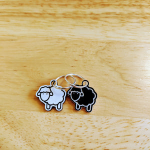 Two-tone sheep stitch markers