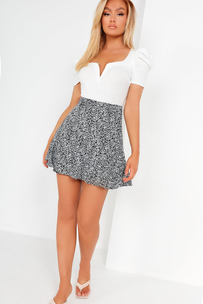 Daly Black And White Daisy Print Skort