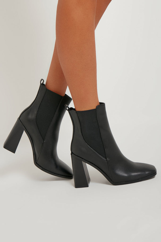 Sibhe Black Heeled Chelsea Boots