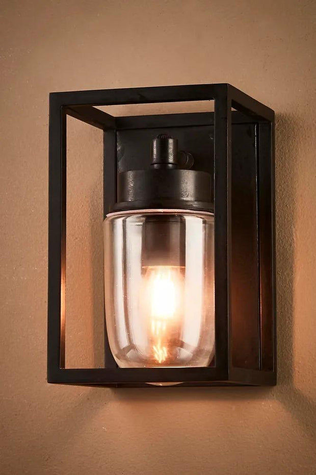 Outdoor Wellington Wall Lamp - Black