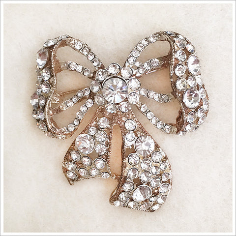 Stunning vintage rhinestone brooch in a lovely bow design. 2