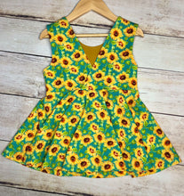 Load image into Gallery viewer, Size 7 Sunflowers Ayda V-Back Tunic Length Top