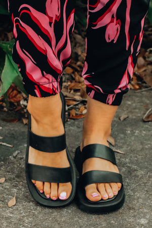 Less Is More Sandals: Black