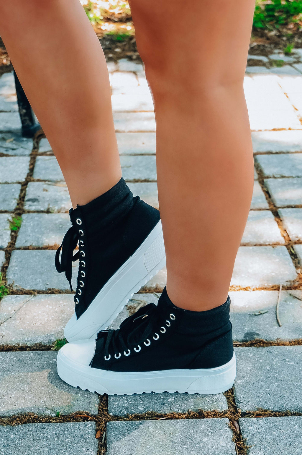 Find Them All Sneakers: Black