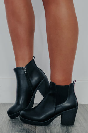 Countdown To Valentines Booties: Black