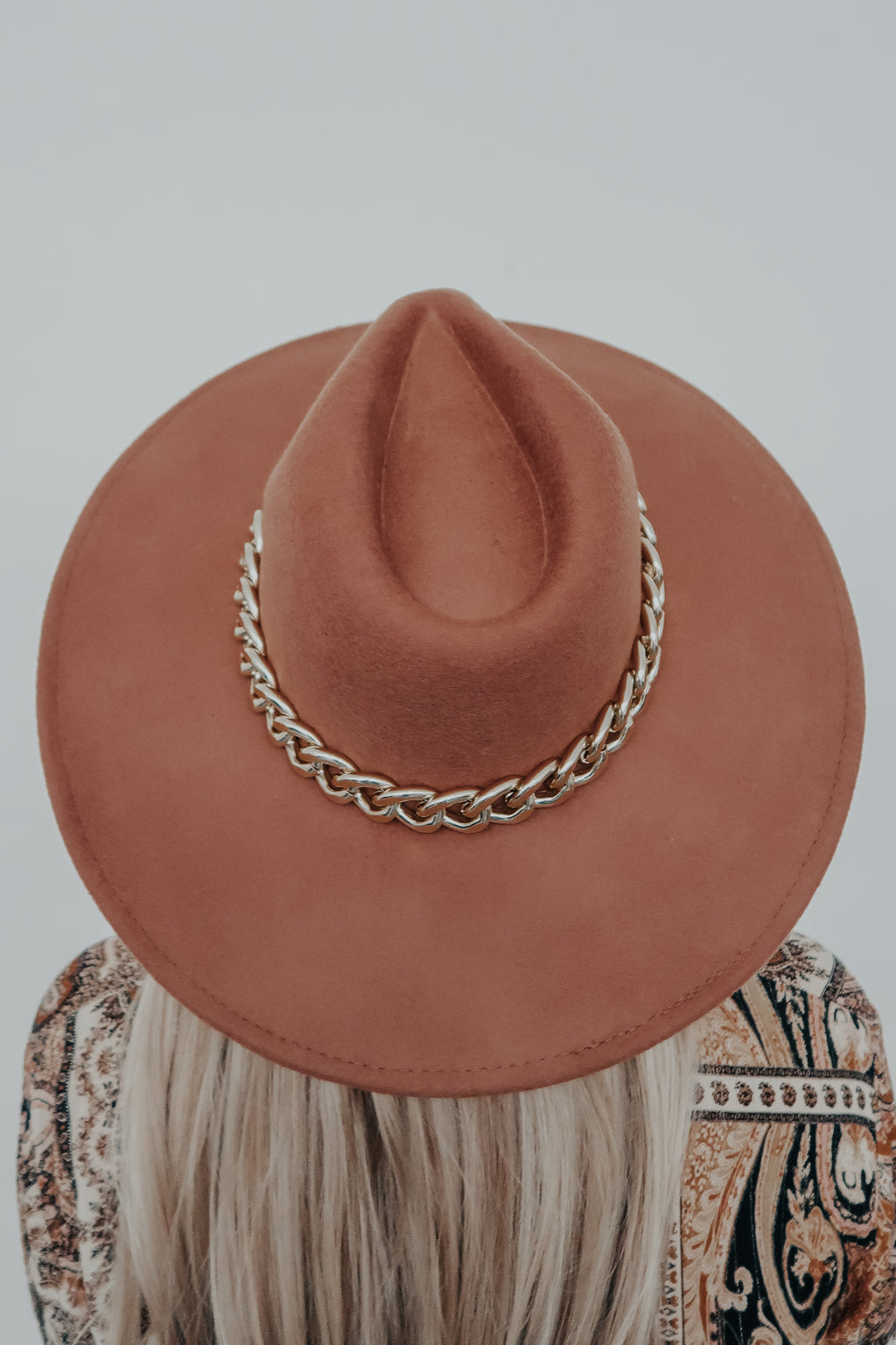 Hidden Beauty Hat: Tan/Gold