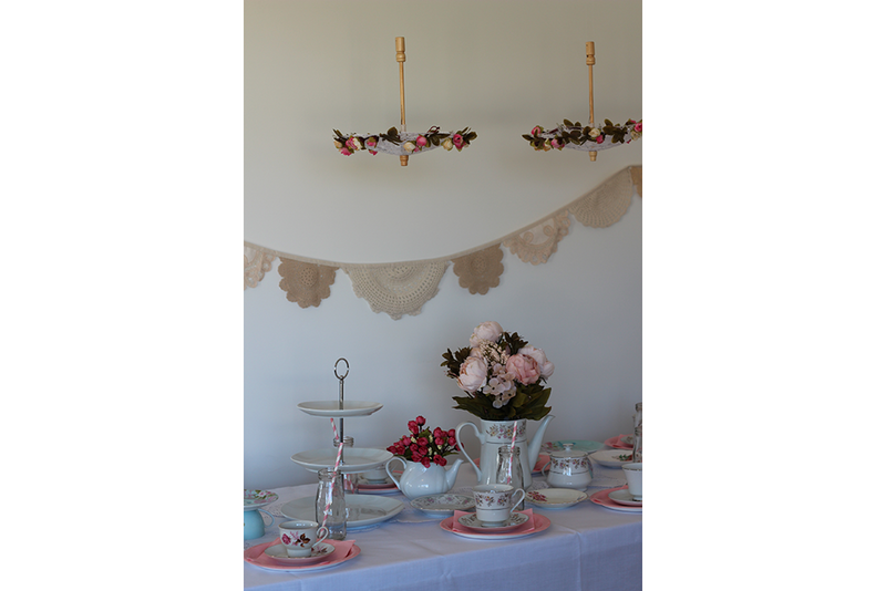 Vintage High Tea Partybox - Pop Roc Parties