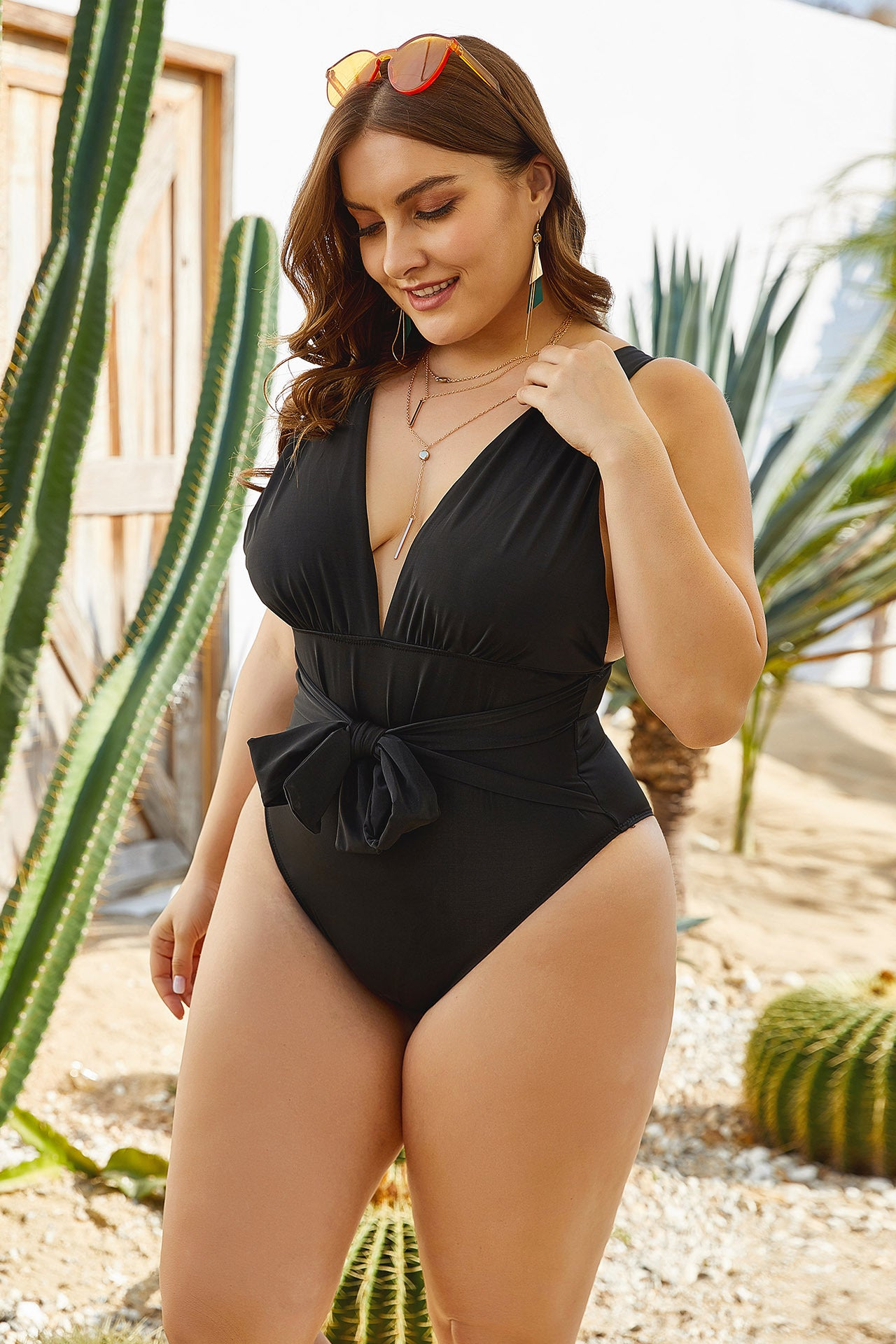 Black Sexy Deep V One-Piece Bathing Suit L Waist-Slimming Plus Size Sexy Swimsuit