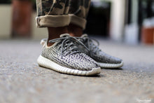 Load image into Gallery viewer, YEEZY Boost Low Top - 350 Turtle Dove Grey