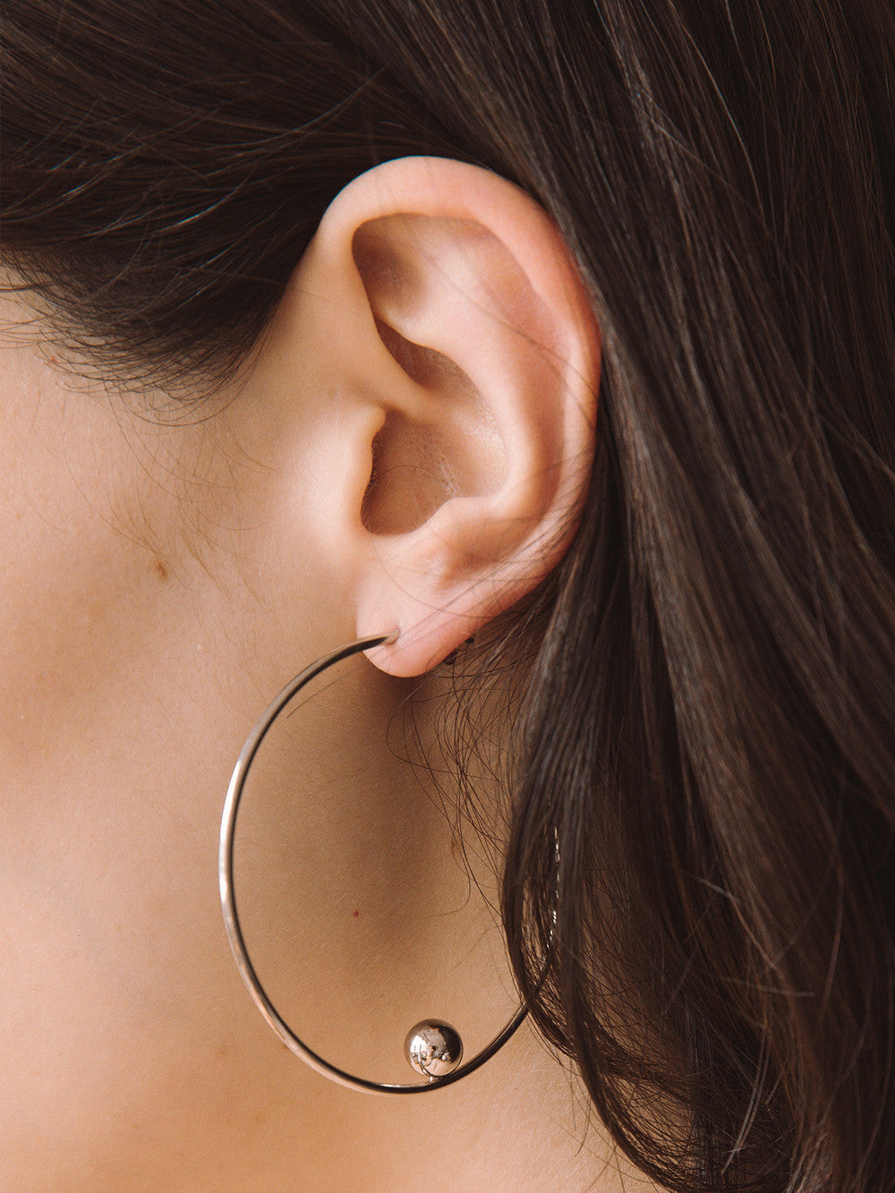 Justine-Clenquet-Jina-Hoop-Earrings-Detail