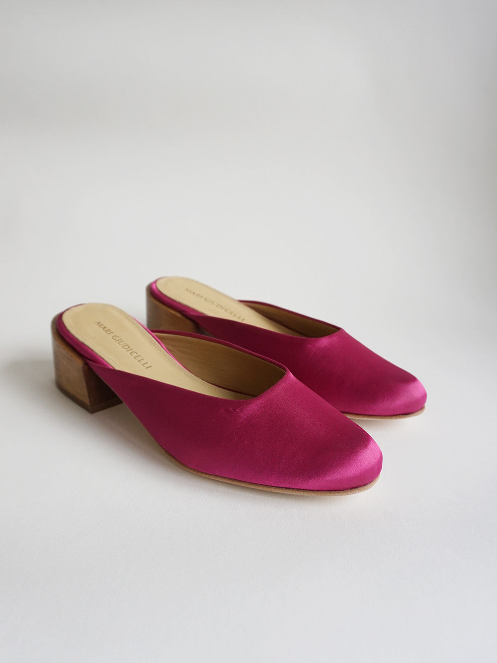 Leblon Mule in Fucsia Satin