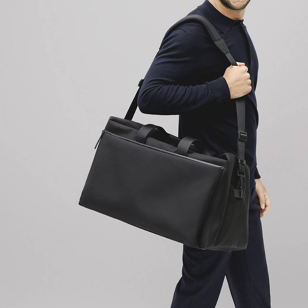 Featherweight duffle bag in black