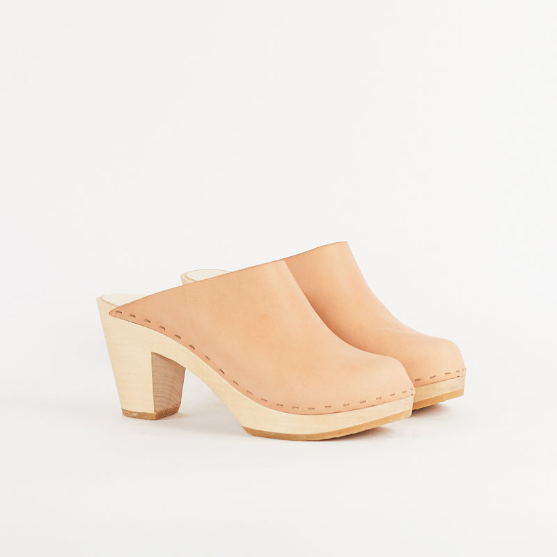 Clementine Closed Toe Clog, Natural leather