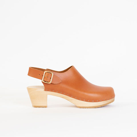 Suzie Closed Toe Clog, Mid Heel