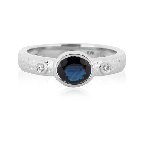 Hammered Band with Sapphire