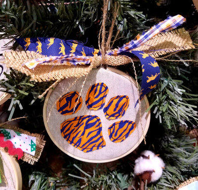 Tiger Paw Farmhouse Christmas Ornament (F-SP-118)