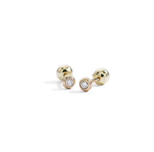 single mini diamond stud in yellow gold