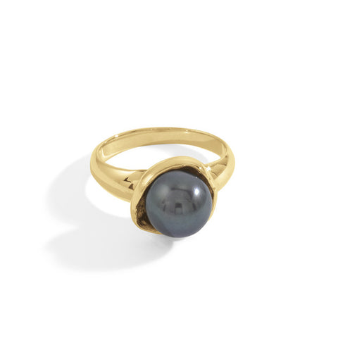 black ursula ring