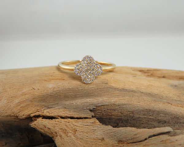Clover diamond and gold ring