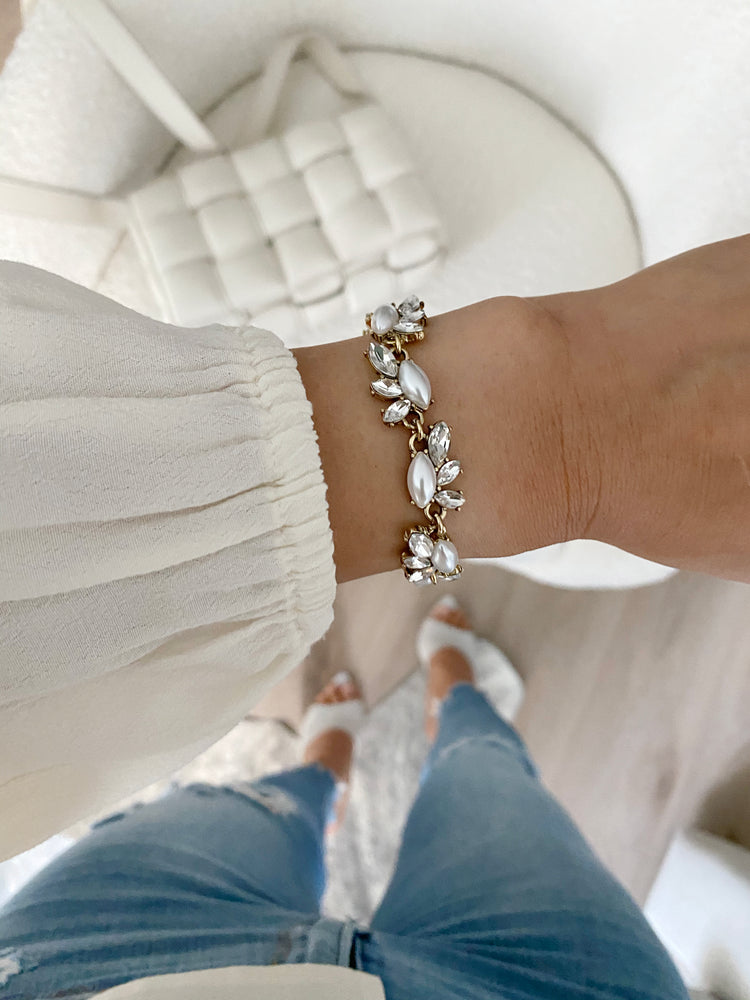 Load image into Gallery viewer, olive + piper Pearl Edna Bracelet