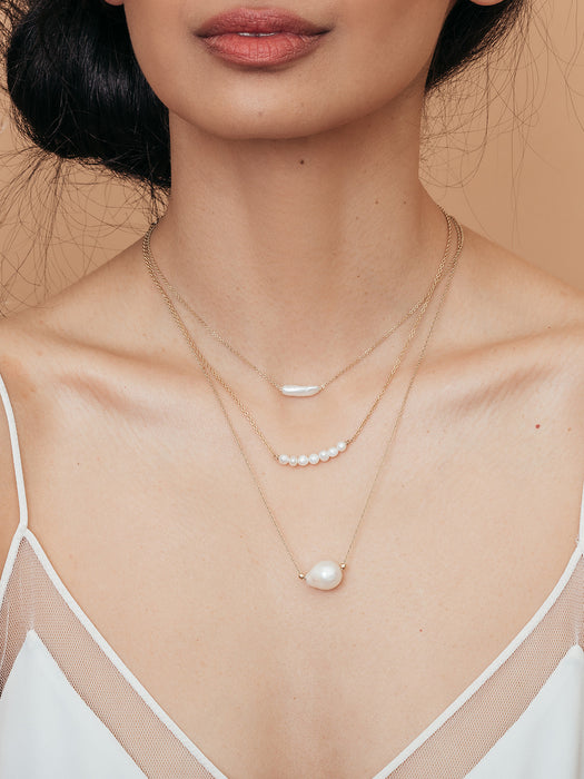 olive + piper Finn Sideways Freshwater Pearl Pendant Necklace