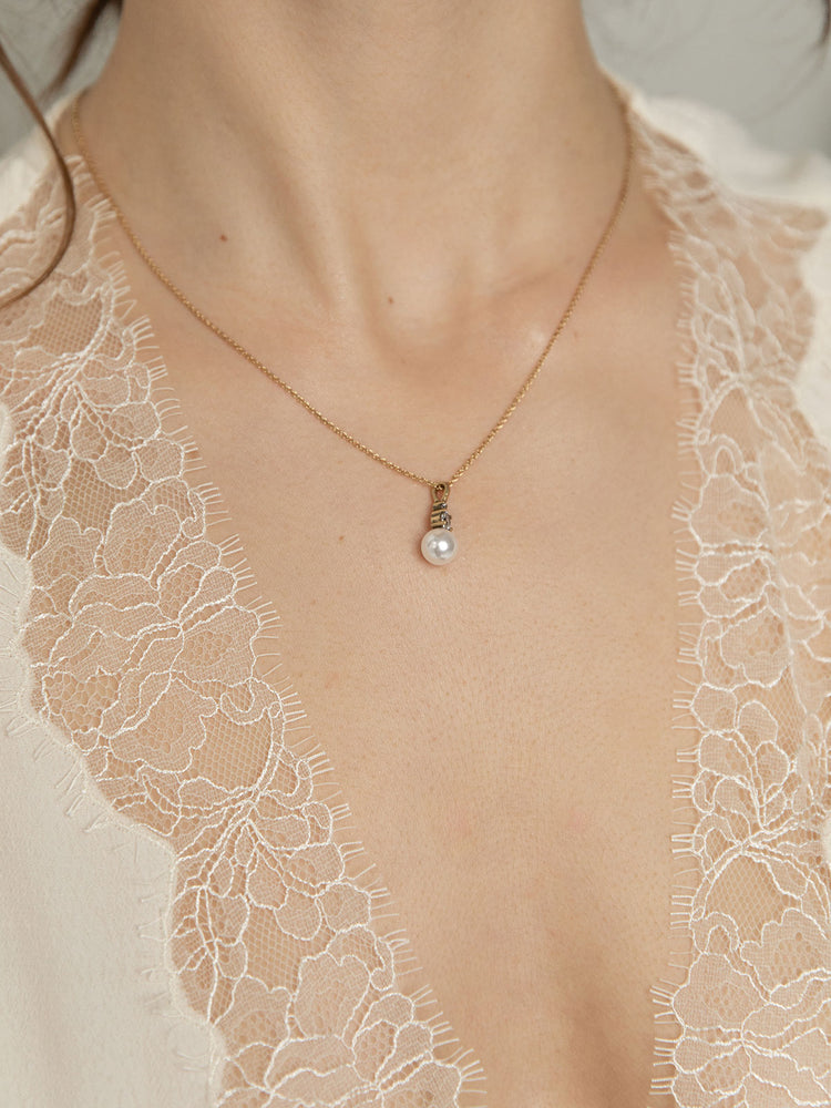 olive + piper Vienna Pearl Pendant Necklace