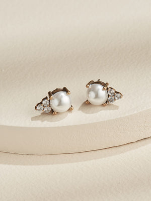 Load image into Gallery viewer, olive + piper Pearl Chloe Stud Earrings