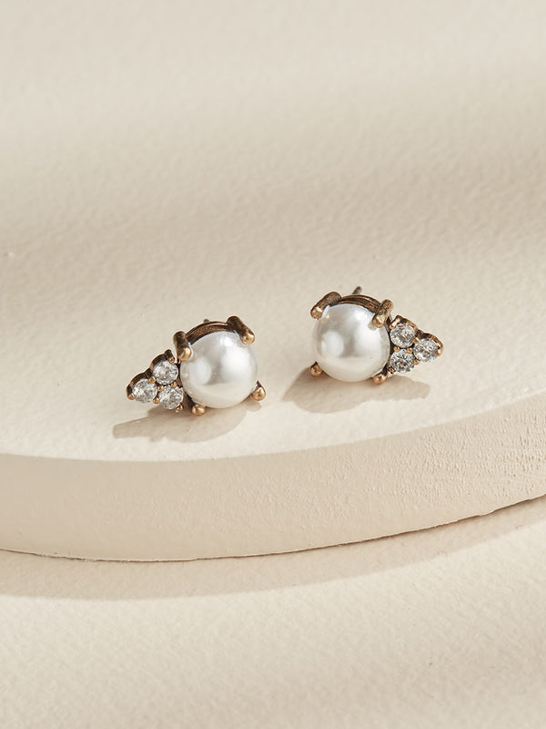 olive + piper Pearl Chloe Stud Earrings