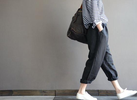 Black Linen loose pants left