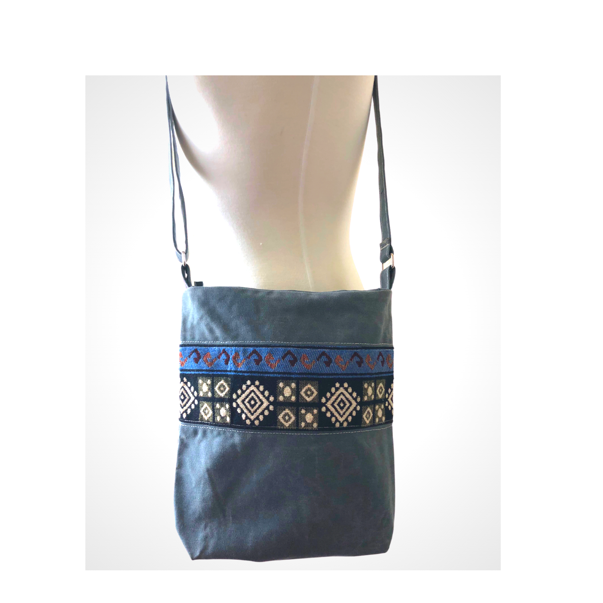 Handwoven Crossbody Purse - Grey with Geometric Shapes