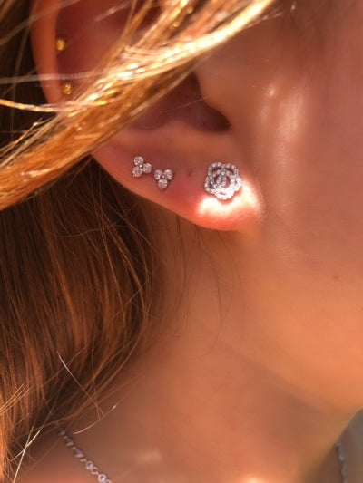 Three petal flower stud earings