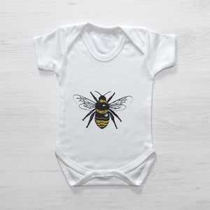 Baby clothes with a bee on the front
