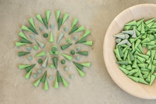 Load image into Gallery viewer, Grapat mandala - green cones