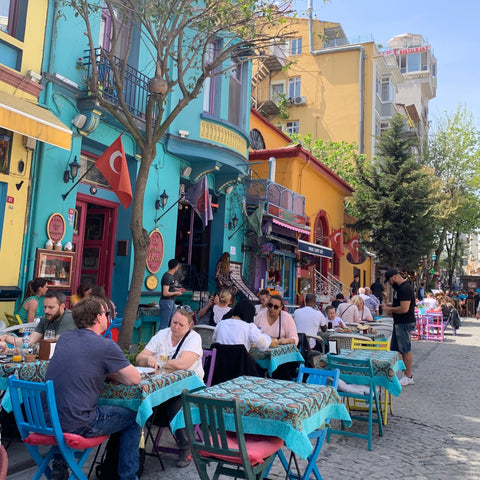 Outdoor dining in Istanbul