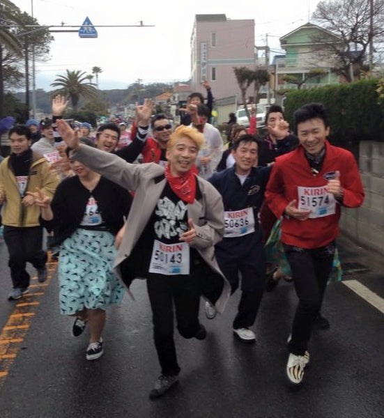 Bernie Dexter Dresses on runners in the Miura Marathon in Japan
