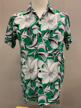 Levi Mens Shirt in Dahlias Blancas Rayon