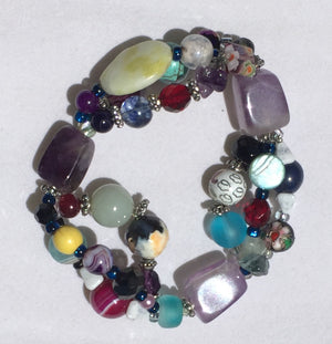 Beaded Glass Bracelet: Intricate Tri-strand Detailed Joy