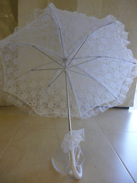 White lace parasol/umbrella 75cm opened width 70cm length 4083
