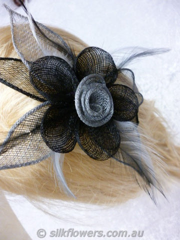 Fascinator grey and black 1786