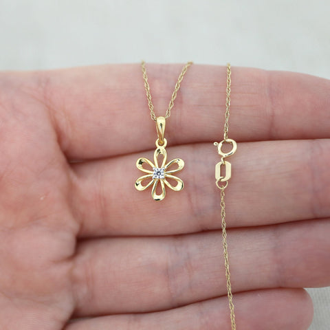 Beauniq 14k Yellow Gold Cubic Zirconia Flower Pendant Necklace, Pendant only