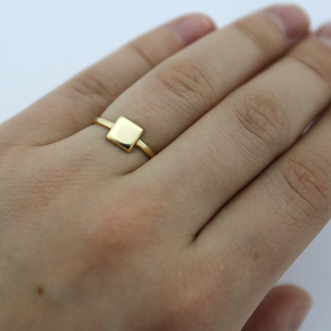 Beauniq 14k Yellow Gold Small Square Ring - Size 5