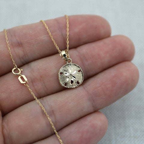 Beauniq 14k Yellow Gold Small Sand Dollar Pendant